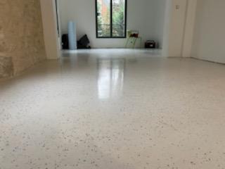 Le Micro Granito, le revêtement de sol décoratif
